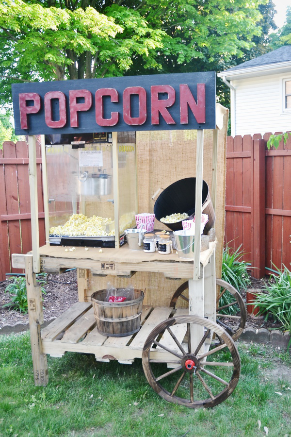 Pallet Furniture: DIY Pallet Popcorn Stand