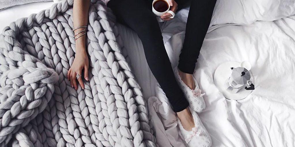 DIY giant knit blanket
