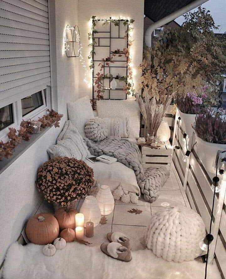 elegant and relaxing balcony decoration