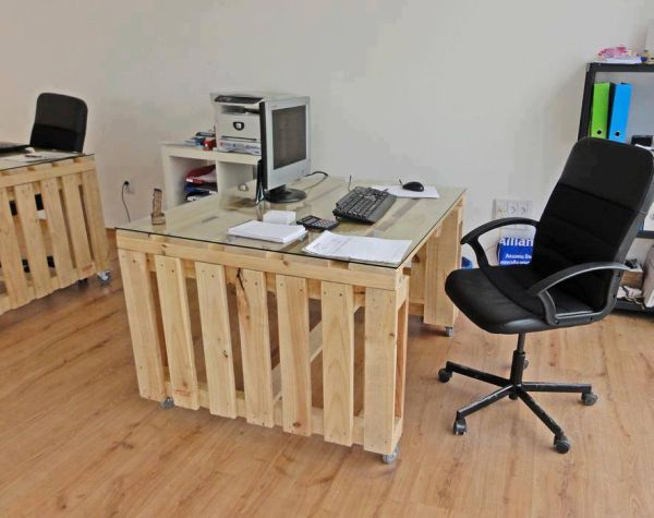 pallet office room