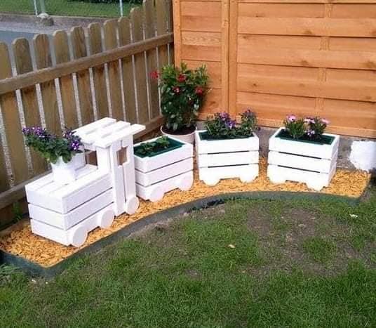DIY Garden Decoration Ideas With Wood Pallets - Decor ...