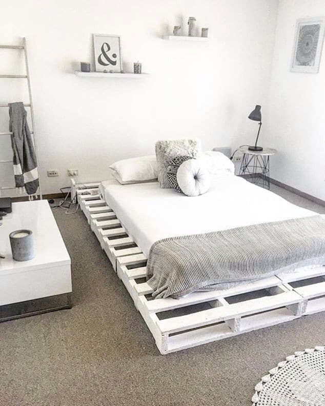 white pallet bed